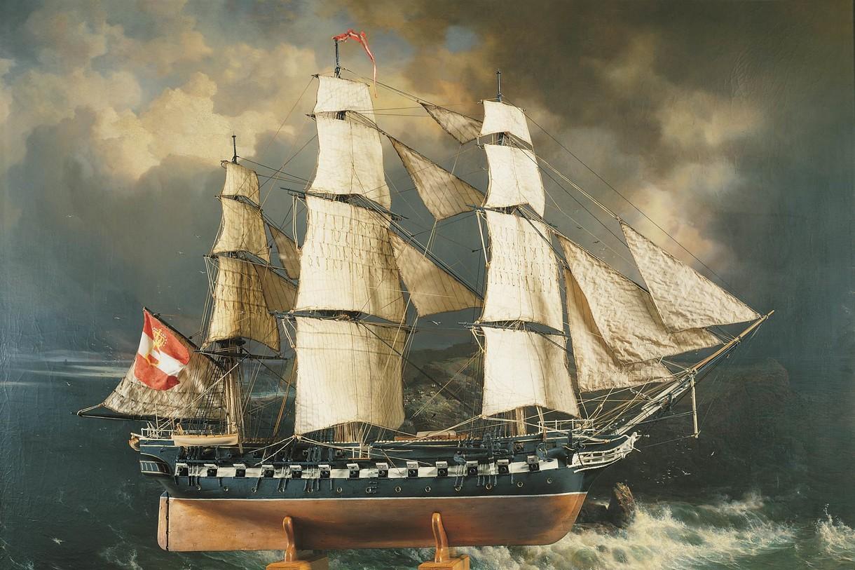 Gemälde von einem Segelschiff im Wasser mit dunklen Wolken.