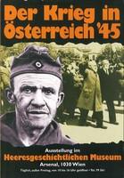 """Ausstellungsplakat """"Der Krieg in Österreich 1945"""" mit einem älteren Soldaten und dahinter marschierende Männer in Anzügen."""