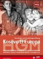 """Ausstellungsplakat """"Kosovo & Europa"""" mit einem Soldaten neben einer lächelnden Mutter mit einem Kind auf dem Arm."""