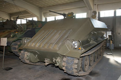 Panzerfahrzeug in der Garage