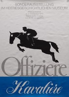Plakat der Ausstellung mit einem gezeichneten Soldaten, der auf einem Pferd über ein Hindernis springt.