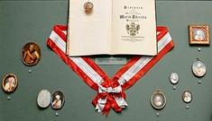 Statuten und Großkreuz von Maria Theresia.