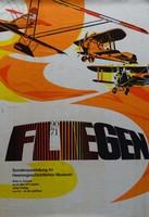 Plakat der Ausstellung mit gezeichneten Doppeldecker-Flugzeugen