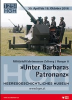 """Ausstellungsplakat """"Unter Barbaras Patronanz"""" mit vier Soldaten an einer Fliegerabwehrkanone."""