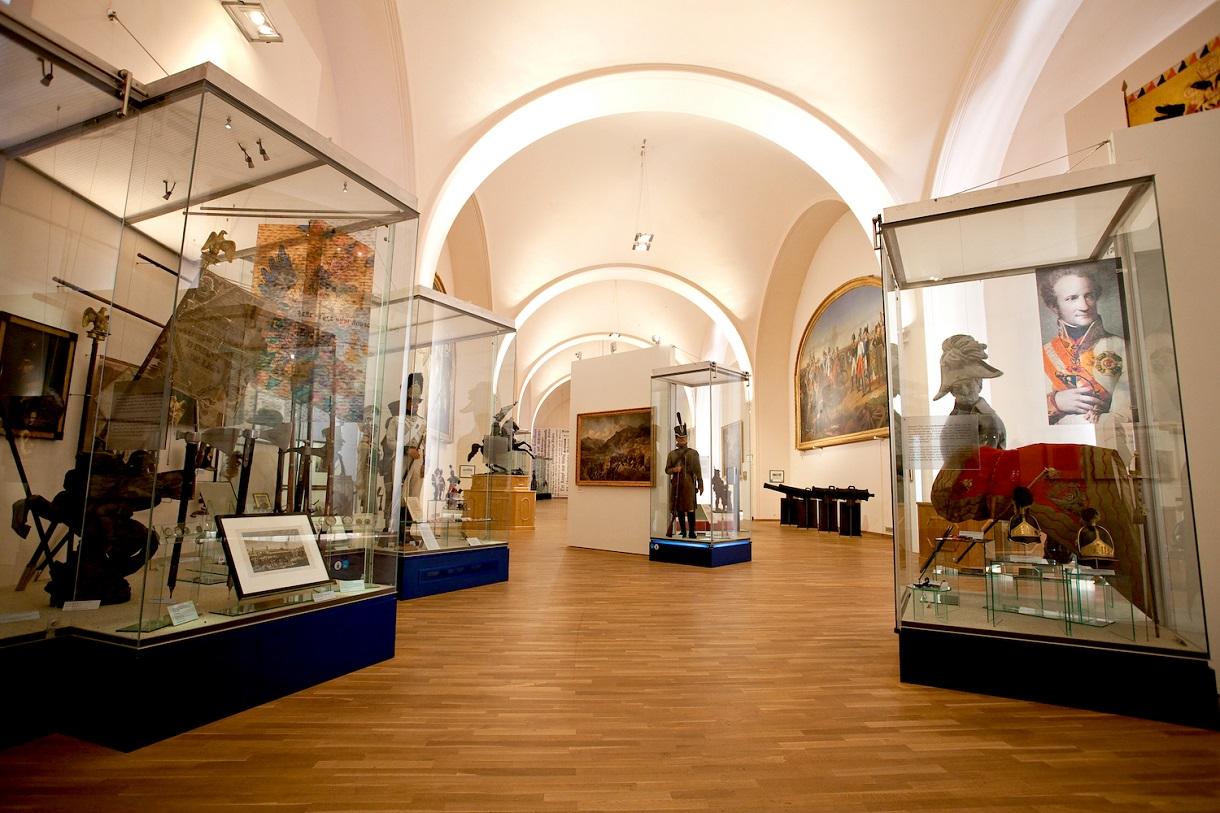 Vitrinen in der Ausstellung über die Franzosenkriege gegen Napoleon.